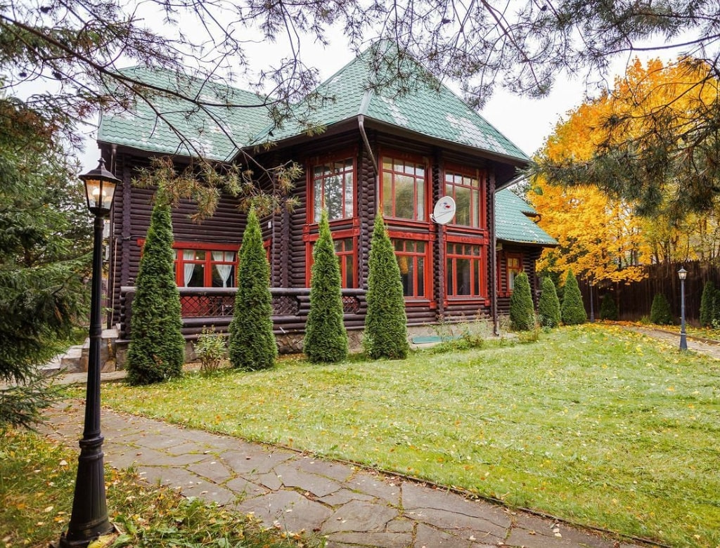 Wooden house in Moscow Oblast
