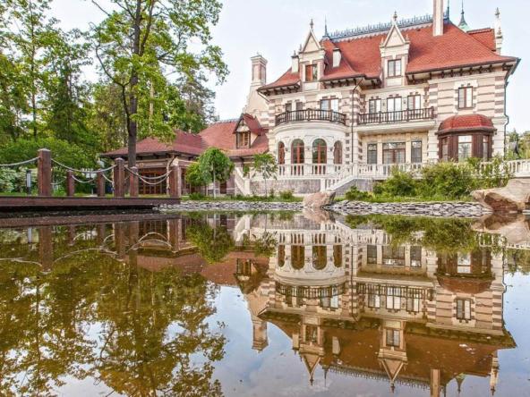 Castle in Russia 9900000